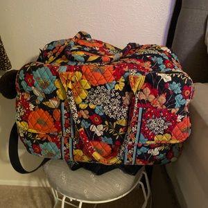 Vera Bradley Weekend Bag/ múltiple pockets inside
